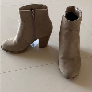CITY CLASSIFIED TAUPE ANKLE BOOTS SIDE ZIP SIZE 6
